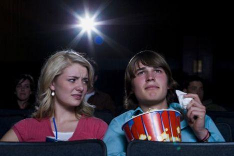 Eğer sinemaya gidiyorsanız filme birlikte karar verin. Onun uzay filmleri tercihi sizi hayal kırıklığına uğratabilir.